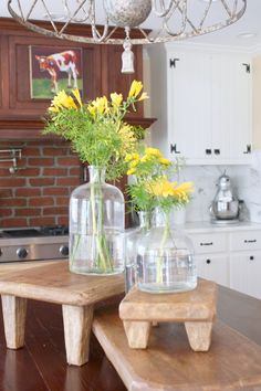 Welcome to the home tour of Lona and Gill Crittenden, the most genuine people you will ever meet. Richmond, Virginia - inviting English cottage style home English Cottage Style, Cottage Style Homes, New Kitchen, Kitchen Dining, Kitchen Decor, Dining Room, Beautiful Kitchens, Beautiful Homes, Diy Cutting Board