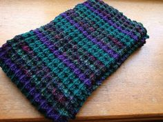 Now you can make a cozy scarf for the colder weather.  Made of worsted/aran weight yarn, it knits up quickly, and all you need to know is ho...