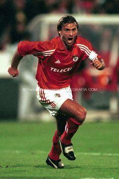 GRANDES NOMES JOÃO PINTO João Manuel Vieira Pinto. Porto, nasceu a 19 de Agosto de 1971. A precocidade sempre caracteriz...