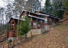 bigpinetreehouse.com Hocking Hills Cabin!!! @Robyn Allen