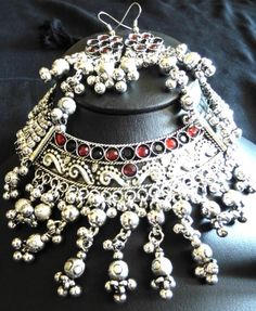 This stunning choker set made of oxidized white metal is traditionally worn in Gujarat, during Navratri Dandiya. Enjoy the ethnic look and feel of this lovely set, and accessorize any traditional dress beautifully with it.  - See more at: http://giftpiper.com/OxidizedMetalChokerSet-RedBlackCrystals-id-697435.html