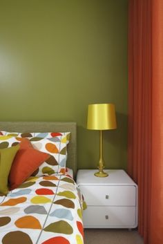 Mary's room style. Blue, rather than green, but orange and retro for sure.