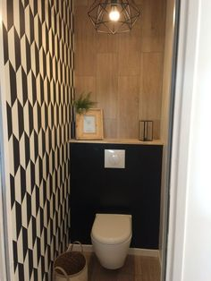 wc ideas downstairs loo with window Tiny Bathrooms, Yellow Bathrooms, Small Bathroom, Small Wc Ideas Downstairs Loo, Downstairs Toilet, Bathroom Under Stairs, Under Stairs Cupboard, Guest Toilet, Small Toilet