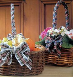 1000 images about canastas decoradas on pinterest flower girl basket baskets and newspaper - Canastas de mimbre decoradas ...