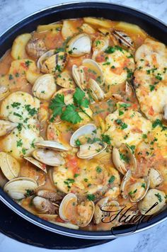 Suquet de rape con almejas – Atıştırmalıklar – Las recetas más prácticas y fáciles Best Seafood Recipes, Fish Recipes, Chicken Recipes, Kitchen Recipes, Cooking Recipes, Healthy Recipes, Bacalhau Recipes, Mediterranean Fish Recipe, Soup And Sandwich