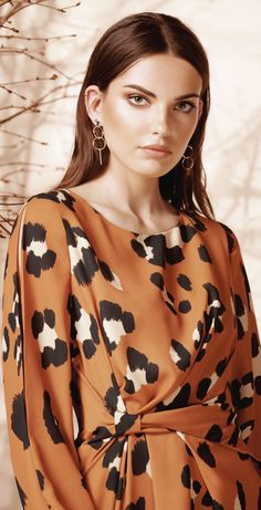3 Tips for Leopard Print Clothing Practical, Mixable, Eternal, Animal Prints Are an Investment for All Ages Dress Sleeves, Dresses With Sleeves, Older Women, My Favorite Color, Old Hollywood, Wrap Dress, Cute Outfits, Animal Prints, Rust