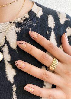 Chic Nails, Stylish Nails, Neutral Nails, Nude Nails, Nagellack Design, Lines On Nails, Almond Nails Designs, Minimalist Nails, Dream Nails
