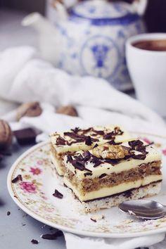 Prajitura cu nuca de cocos, ciocolata si crema de unt cea mai buna prajitura ce combina perfect nuca de cocos cu ciocolata.