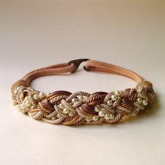 preciosa pulsera marrón con perlas