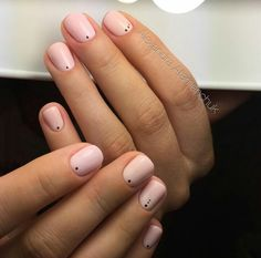 simplest mini dot manicure // geometric mani nude