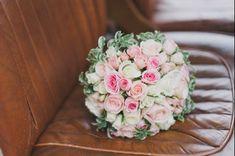 Sélection de bouquets blancs - Mode nuptiale - Forum Mariages.net Flower Bracelet, Short Hairstyles For Women, Painting Patterns, Bridal Collection, Mixed Media Art, Diy Wedding, Marie, Wedding Dresses, Flowers