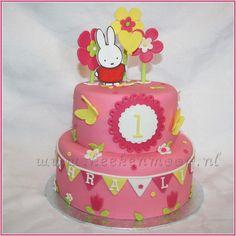 Miffy cake by KEEK - Nijntje taart Miffy Cake, Halloween Cakes, Girl Cakes, Creative Cakes, Cakes And More, Beautiful Children, Amazing Cakes, First Birthdays, Birthday Cake