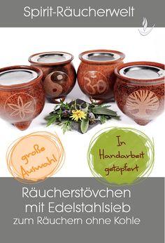 2 teilige bauchige Keramik Räucherstövchen mit Füßchen. Die Räucherstövchen sind aus Lombokton in Handarbeit gefertigt, mit 10cm Edelstahlsieb. Auf der Vorderseite sind sie mit einem Symbol verziert.