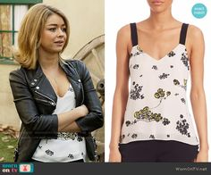 Haley's white floral top on Modern Family. Outfit Details: https://wornontv.net/62206/ #ModernFamily