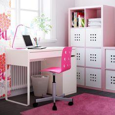 Kinderzimmer praktisch und stilvoll einrichten - Schreibtisch und Regalsystem