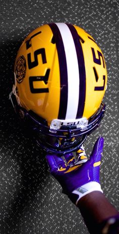 LSU Lsu Tigers Football, Saints Football, Football Girls, Football Helmets, Football Gloves, Death Valley Lsu, Odell Beckham Jr Wallpapers, Lsu College, Tennessee Volunteers Football