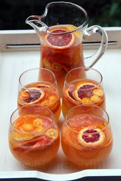 Sangria blanca con moscato. White Sangria, Citrus and Orange Licour