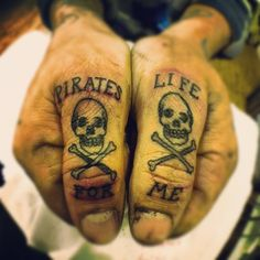 What does pirate tattoo mean? We have pirate tattoo ideas, designs, symbolism and we explain the meaning behind the tattoo. Hand Tattoos, Kritzelei Tattoo, Thumb Tattoos, Knuckle Tattoos, Tattoo Hals, Neue Tattoos, Finger Tattoos, Body Art Tattoos, Sleeve Tattoos