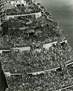 """The unique frame of the """"Queen Elizabeth"""" ship, which arrived in the New York Harbor in 1945 with thousands of soldiers who returned from the Second World War"""
