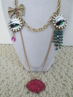 NWT-Auth-Betsey-Johnson-The-Eye-Has-It-Eye-Medallion-Lips-Charm-Chain-Necklace