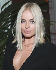 Hair Colour – My hair and beauty Platinum Blonde Hair Color, Platinum Bob, Blonde Color, Blonde Celebrities, Color Rubio, Blonde Actresses, Blonde Women, Blonde Highlights, Balayage Hair