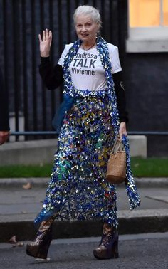 Style Funky, My Style, Vivienne Westwood, Street Chic, Street Style, Stylish Older Women, Advanced Style, Wise Women, Fashion Addict