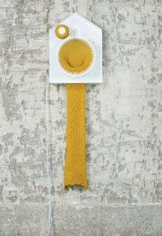 This Clock Knits a Scarf and Tells the Time : TreeHugger