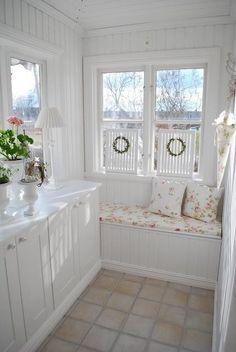 Pretty cottage window seat  #nook #windowseat