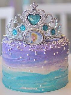 Bolo da Elsa: 80 Modelos Fantásticos Para se Inspirar! Bolo Frozen, Frozen Cake, Elsa Frozen, Bolo Elsa, Birthday Cakes, Birthday Ideas, White Frosting, Wedding Gown Cakes, Cake Ideas