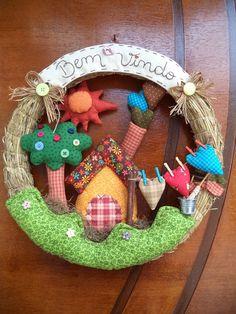 Pedacinhos de Mim Felt Wreath, Fabric Wreath, Decor Crafts, Diy And Crafts, Crafts For Kids, Felt Patterns, Handmade Home, Baby Decor, Fabric Dolls