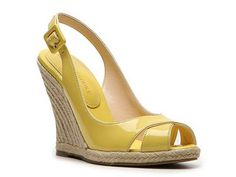 I've always wanted to try to pull off a yellow shoe... someday I'll be brave enough.