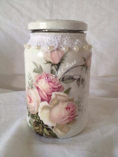 potes decorados Diy Bottle, Bottle Art, Bottle Crafts, Decoupage Jars, Decoupage Vintage, Jar Crafts, Decor Crafts, Recycled Glass Bottles, Jar Art