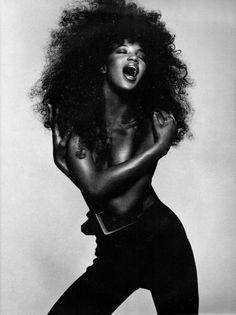 Black Beauty Naomi Campbell I love black. Black beauty.  Timeless.  Shine bright!