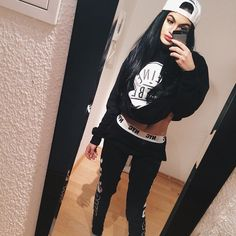 Casual black and white Tomboy Fashion, School Fashion, Tomboy Style, Cute Girl Outfits, Casual Outfits, Chill Outfits, Grunge Outfits, Young Adult Fashion, Big Cardigan