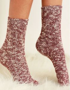We have cabin fever and are totally drawn to these cozy cable knitted Cotton Socks. They have us warmed up by the fire place in an oversized sweater, sipping a glass of red wine. Burgundy two toned color - perfect for the holidays!