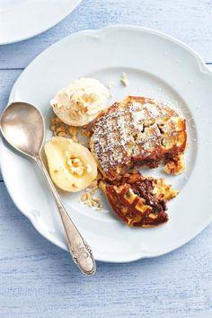 Wafel-en-sjokoladejaffel Brunch Recipes, Breakfast Recipes, Dessert Recipes, Desserts, Pannekoeken Recipe, Ma Baker, Ultimate Grilled Cheese, Cinnabon Cinnamon Rolls, Good Food