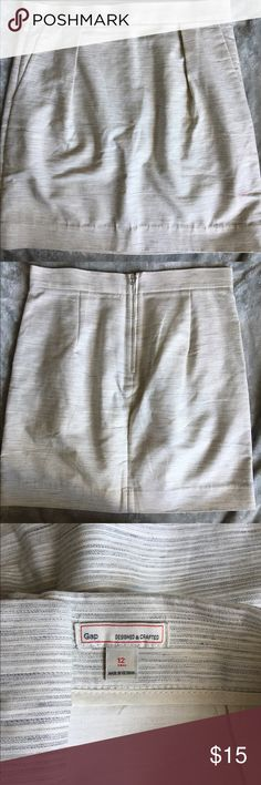 GAP Skirt 12T Adorable A-line skirt, EUC except I noticed a little mark on the back when I was photographing. Haven't tried to remove yet. Has pockets 😍Smoke free home. GAP Skirts A-Line or Full