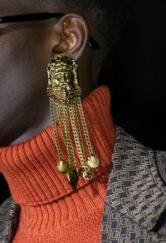 Jun 2019 - Gucci Cruise 2020 Fashion Show Details. See all the handbags, shoes, and close-ups from the Cruise 2020 collection by Alessandro Michele Gucci Fashion, Diy Fashion, Fashion Show, Autumn Fashion, Fashion Trends, Fashion Poses, Fashion Editorials, Chanel Cruise, Fashion Accessories