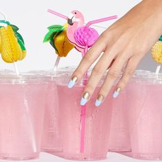 We're thirsty for this matte sky blue and gold Halo Effect mani, not to mention the mouthwatering pink lemonade. #paintboxmani