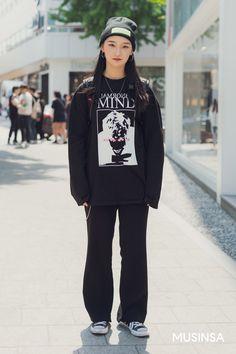 Korean Street Fashion 2018 #무신사 #KStreet #Akiwarinda Asian Street Style, Korean Street Fashion, Trendy Suits, Cool Suits, Fashion 2018, Trendy Fashion, Winter Looks, Jacket Style, Vintage Outfits