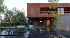 deuxième étage avec bardage acier Corten, jardin et piscine enterrée