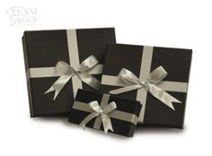 Cajas con moño Napkins, Gift Wrapping, Gifts, Cute, Crates, Presents, Gift Wrapping Paper, Towels, Dinner Napkins