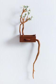 Ingeniosa escultura con madera reciclada