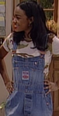 Hilary Banks wasn't the only woman from the Fresh Prince of Bel Air making a fashion statement. Ashley Bank's fashion is something everyone needs see! Black 90s Fashion, Fashion 90s, Bank Fashion, Cute Fashion, Retro Fashion, Fashion Outfits, Linda Evangelista, Ashley Banks Outfits, Vans Oldschool