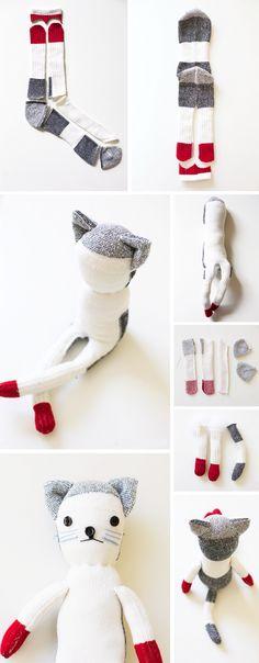 Зверюшки из старых носков