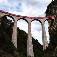 S K Y  R A I L #chrisherzog #landwasser #landwasserviadukt #viaduct #railway #railroad #railstagram #train #zug #bahn #eisenbahnbilder #bridge #brücke #graubünden #grischa #schweiz #switzerland #suisse #sky #mountains #blickheimat