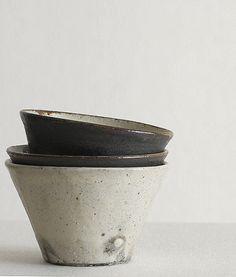 Ceramics by Fumihiro Toda - Analogue Life beautiful colours Ceramic Tableware, Ceramic Bowls, Ceramic Pottery, Ceramic Art, Kitchenware, Slab Pottery, Pottery Bowls, Japanese Ceramics, Japanese Pottery