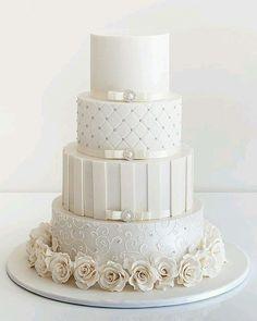 #classicwedding #cake #cakedesign #weddindideas #weddingcake #wedding #photography #weddingdecor #bolodecasamento #bolo #designerdebolos #casamento #ideiascasamento #denoivaspranoivas