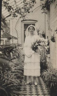 Vintage Bride.  One is never too old for happiness by the looks of this bride..:o)