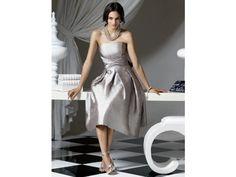El color plateado es ideal para una boda en la noche / vestidos para damas / Boda